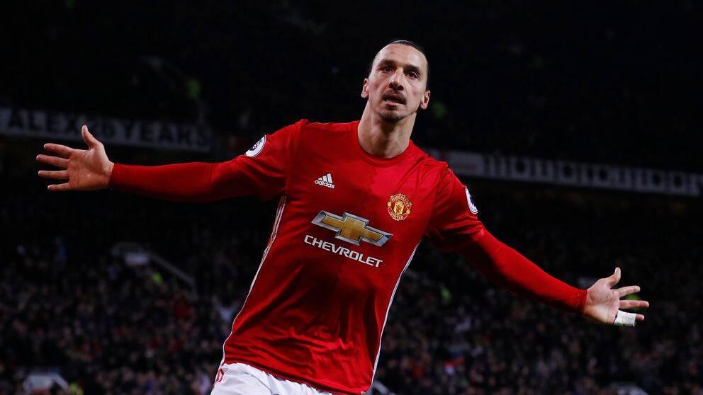 Zlatan Ibrahimovic i Manchester United-tröjan.