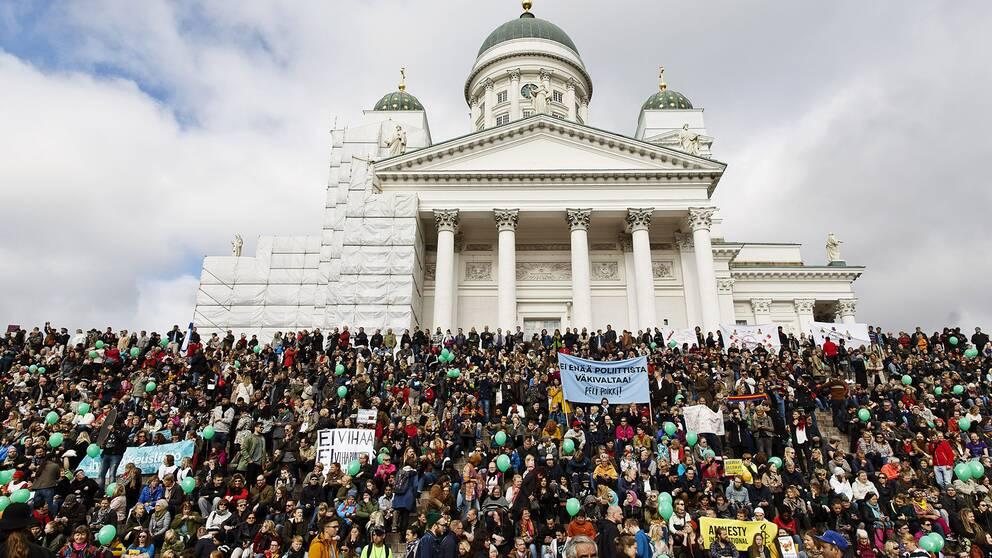 Antirasistisk demonstration i Helsingfors två veckor efter misshandeln på Stationstorget.