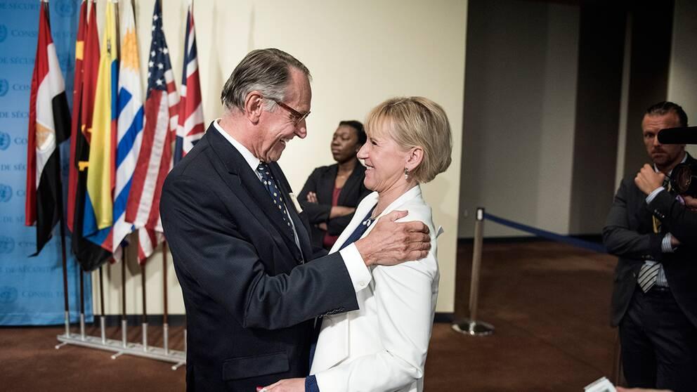 FN:s vice generalsekreterare Jan Eliasson och Sveriges utrikesminister Margot Wallström.