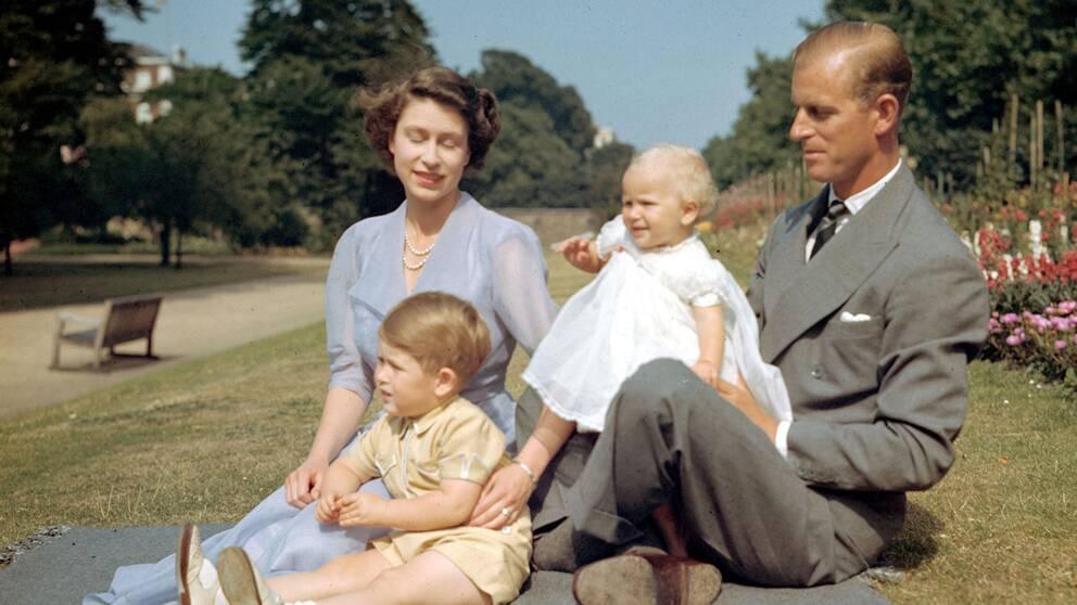 Picknick med de två äldsta barnen och maken.