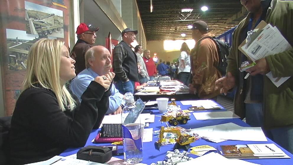 Arbetsgivare söker personal i Williston, North Dakota. Oljeboomen ger många jobb.