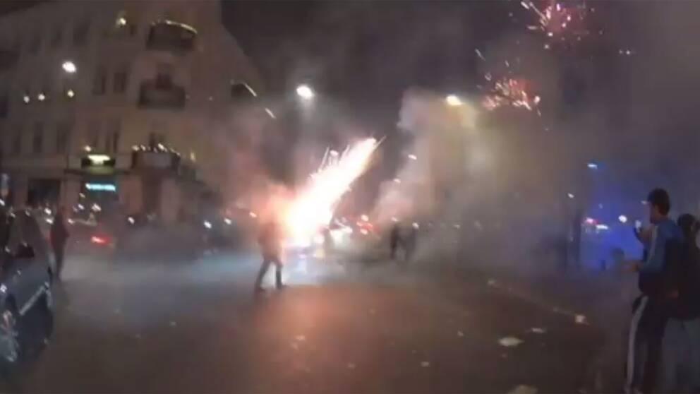 Fyrverkerier exploderar i Malmö.