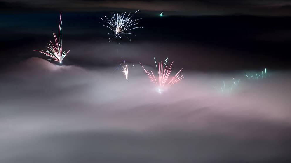 Nyårsfyrverkerier över München, fotograferade från luften.