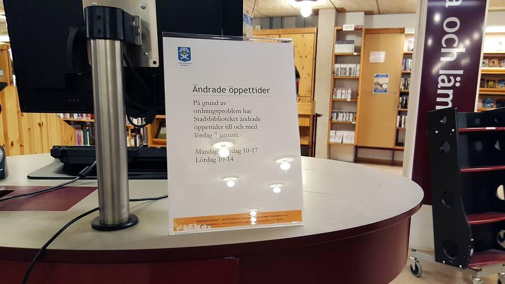 Biblioteket fick ändra på öppettiderna.