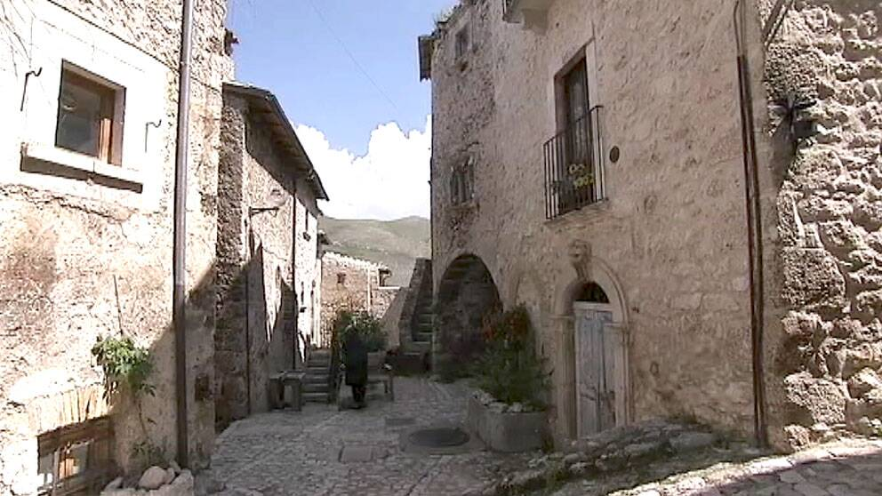 Den medeltida italienska byn Santo Stefano de Sessano i Abruzzo