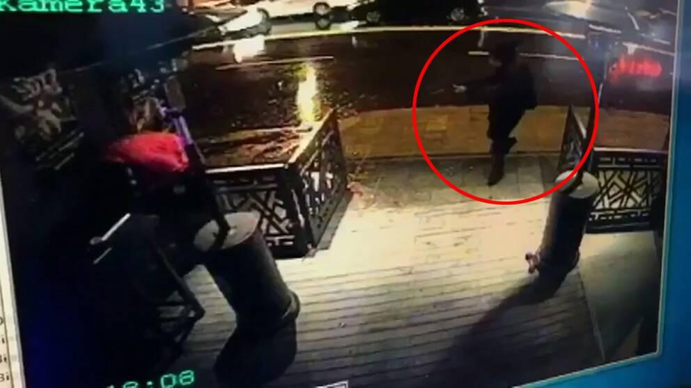 Den man som sköt ihjäl 39 personer på en nattklubb i Istanbul under nyårsnatten har nu identifierats, säger Turkiets utrikesminister.