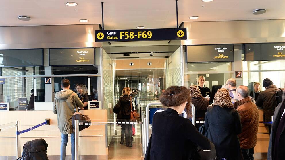 Passkontroll på Arlanda.