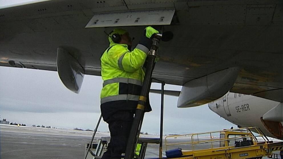 bränsle tankning flygplan