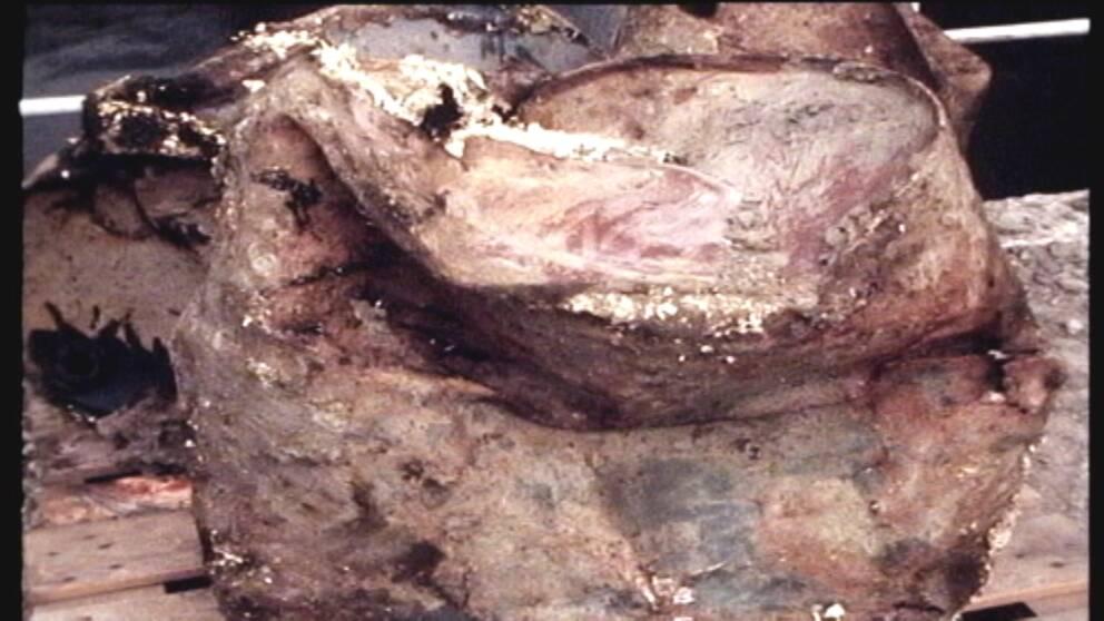 En av de gifttunnor som grävdes upp från marken vid BT kemi under 60- och 70-talet.