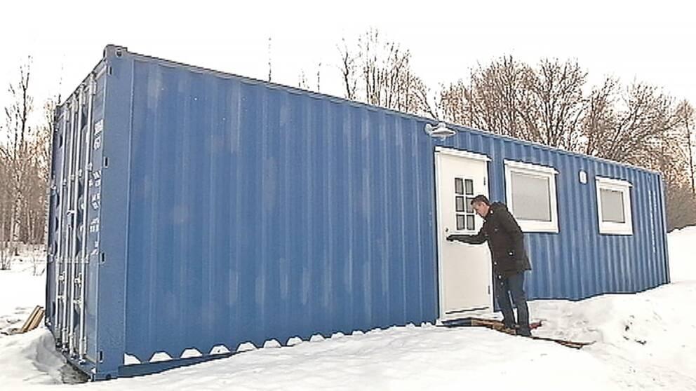 Skrotade containrar blir bostäder