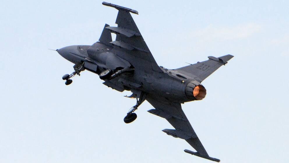 Ett plan av typen Jas 39 Gripen har kraschat vid en flyguppvisning i Thailand