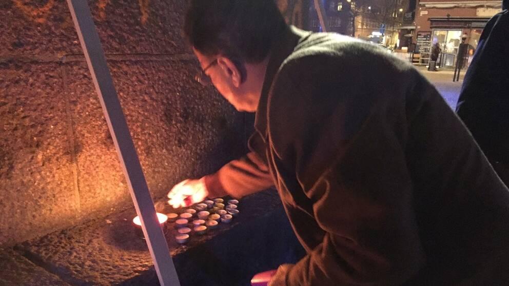 Tända ljus för den senaste tidens mordoffer i Malmö