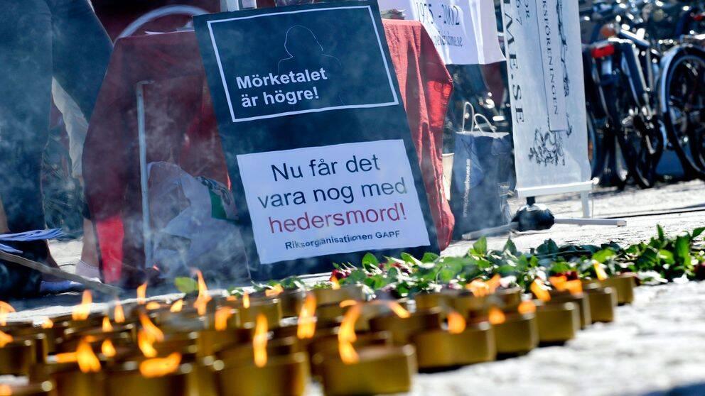 Manifestation mot hedersmord på Medborgarplatsen i Stockholm.