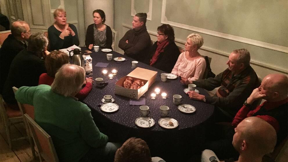 SVT besökte Lärkesholms gods och fikade med folk från trakten