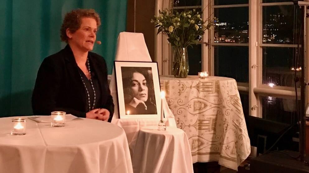 Finansborgarråd Karin Wanngård (S) hyllar Fadimes mod.