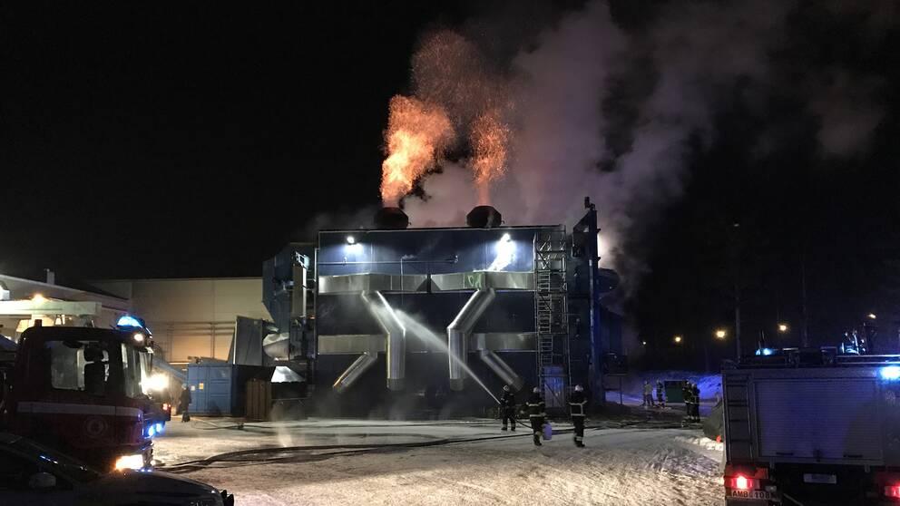 Pelletsfabrik brann ner till grunden