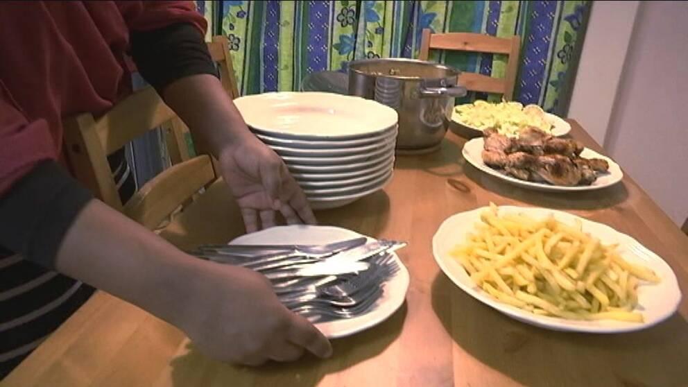 Middag för nio hemma hos familjen i Linköping