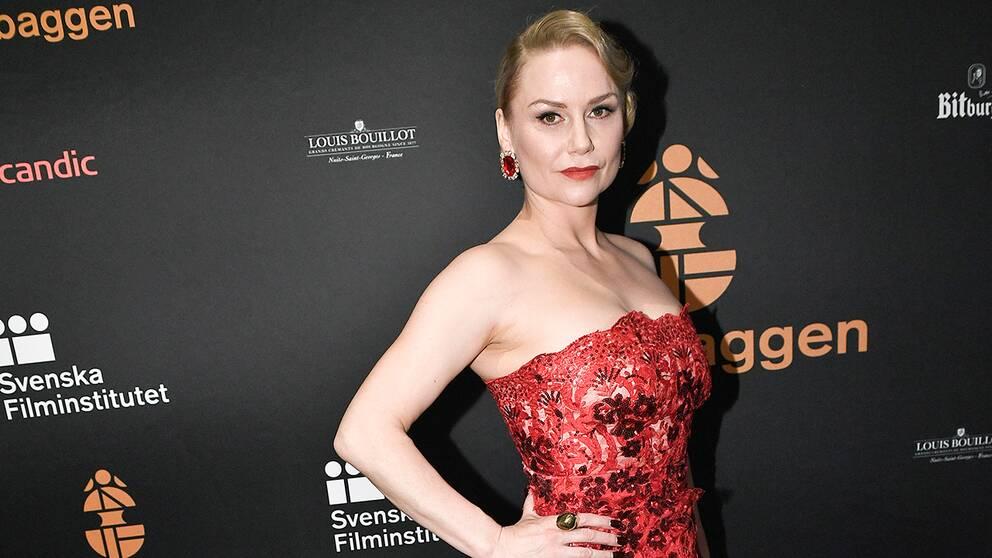 """Malin Levanon, som förra året vann en Guldbagge för sin roll i """"Tjuvheder"""", på plats på Guldbaggegalans röda matta 2017."""