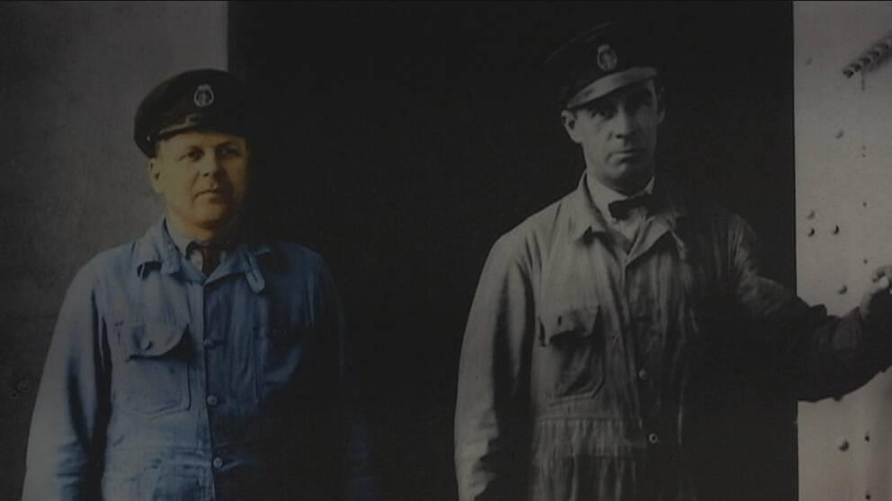 Två så kallade vattenpassare i arbetskläder på ångkraftverket