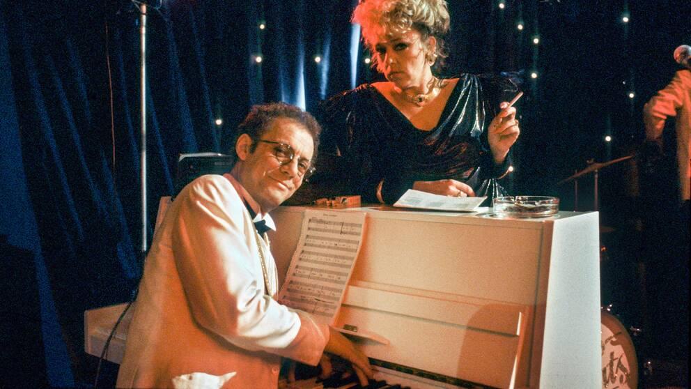 """Lars- Erik Berenett och Mona Seilitz i """"Saxofonhallicken"""" från 1986 i regi av Lars Molin."""