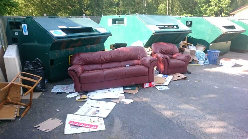 Soffor dumpas på återvinningsstationer runt om i landet.