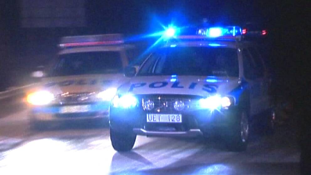 polisbilar utryckning