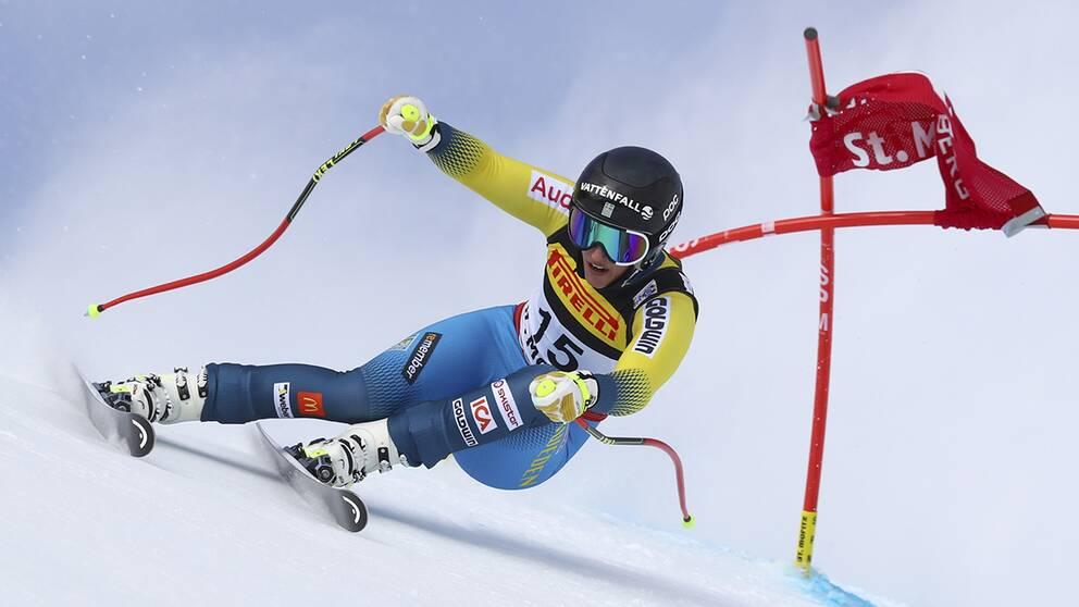 Kajsa Kling körde ur VM-premiären i super-G.