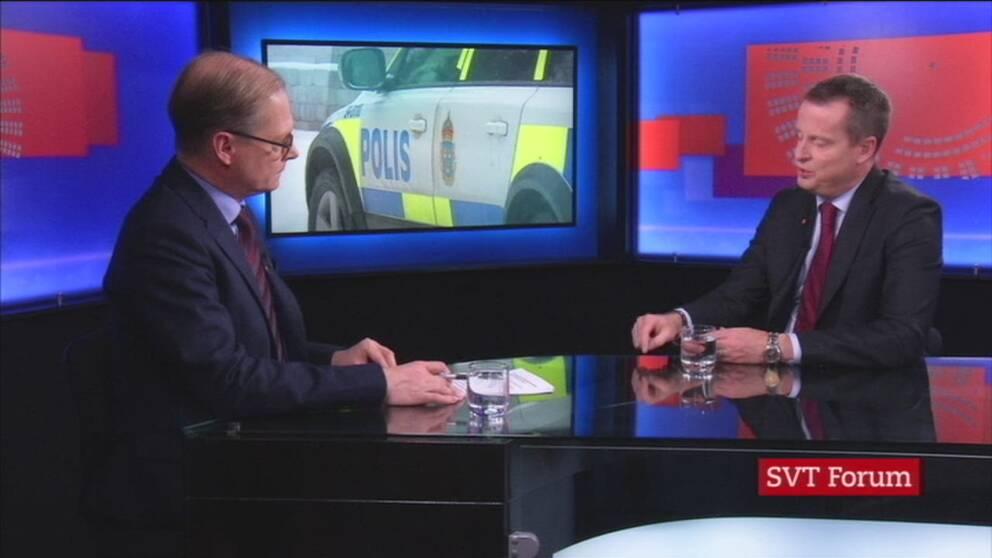 Inrikesminister Anders Ygeman (S) intervjuas av Mats Knutson i Rakt på