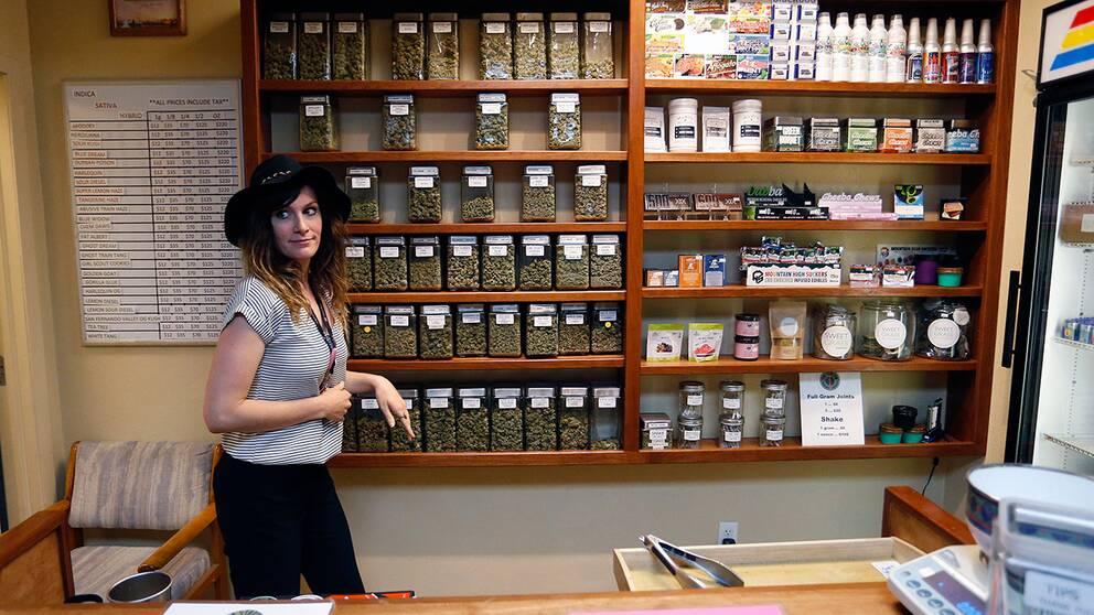 Mer än hälften av USA:s delstater tillåter nu läkare att skriva ut cannabis på recept. Här ett cannabisapotek i Boulder, Colorado.