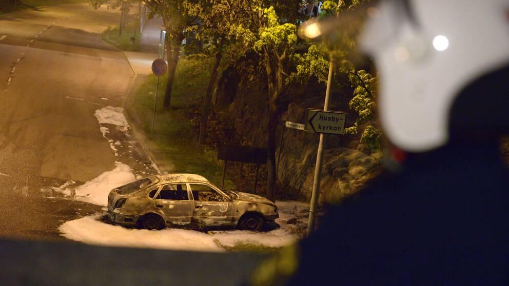 Många bilar totalförstördes i bränder