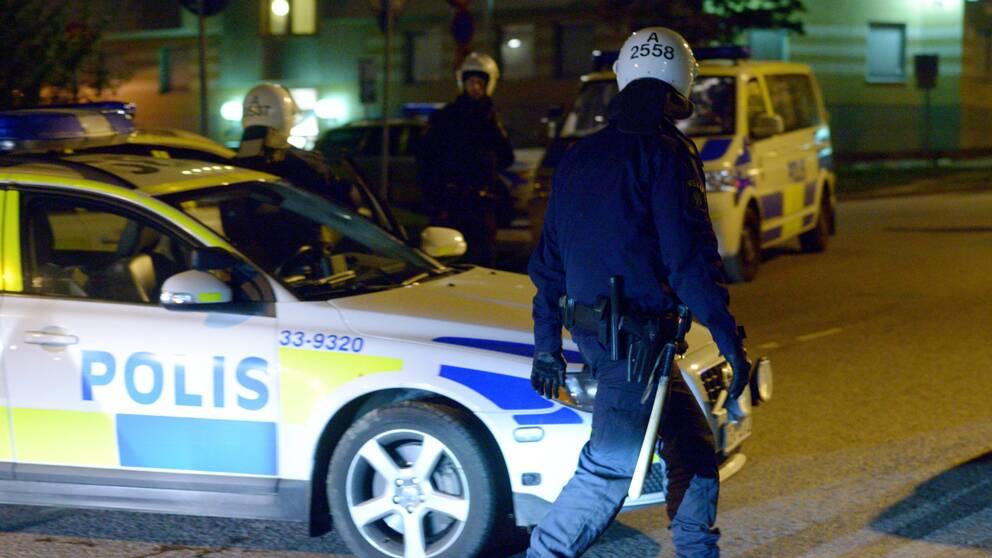 Ett 40-tal polisen kallades till Husby