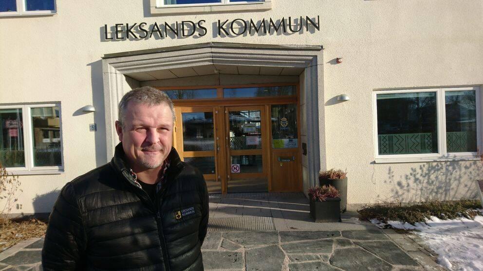 Åke Sjöberg utanför kommunhuset