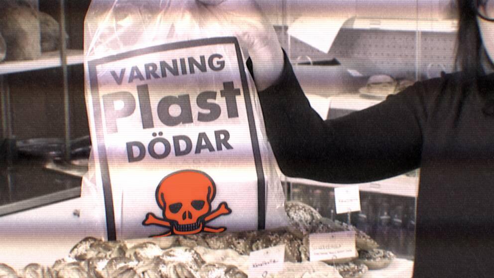 """""""Varning plast dödar"""" tryckt på en plastpåse"""