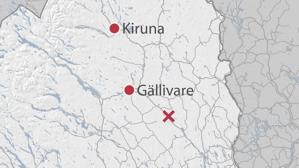 En karta över delar av Norrbotten där olycksplatsen är markerad med ett rött kryss.