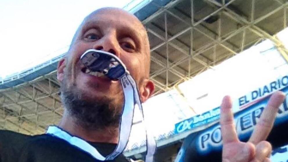 Thomas Alm har en medalj i minnen efter att ha avslutat ett lång lopp i San Sebastian.