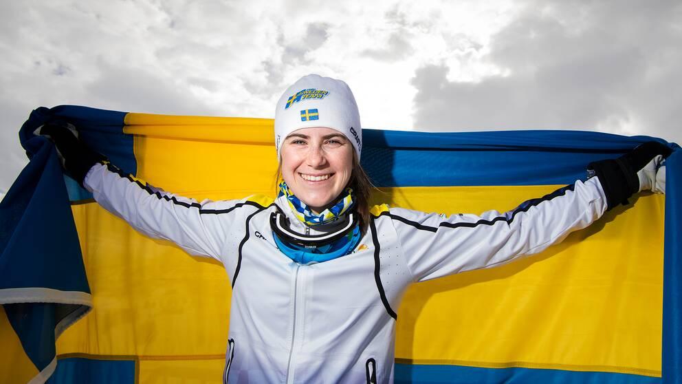 Ebba Andersson efter att ha vunnit silver på 10km skiathlon under JVM.