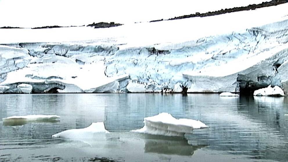 Smältande glaciär i Jämtland