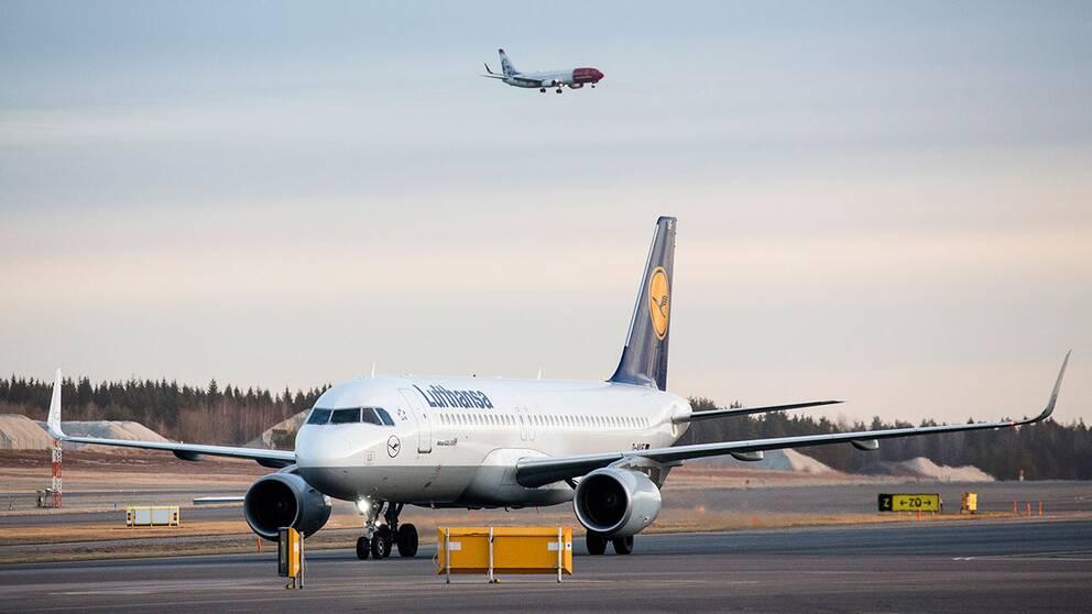 Antalet resenärer per år från svenska flygplatser väntas minska med 450.000- 600.000 om flygskatt införs. Tyskland, Storbritannien, Frankrike, Österrike och Norge har flygskatt.