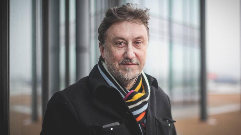 – Jag tycker att jag har fått bra kontakt med killarna i programmet. De öppnar sig för mig, säger Janne Josefsson.