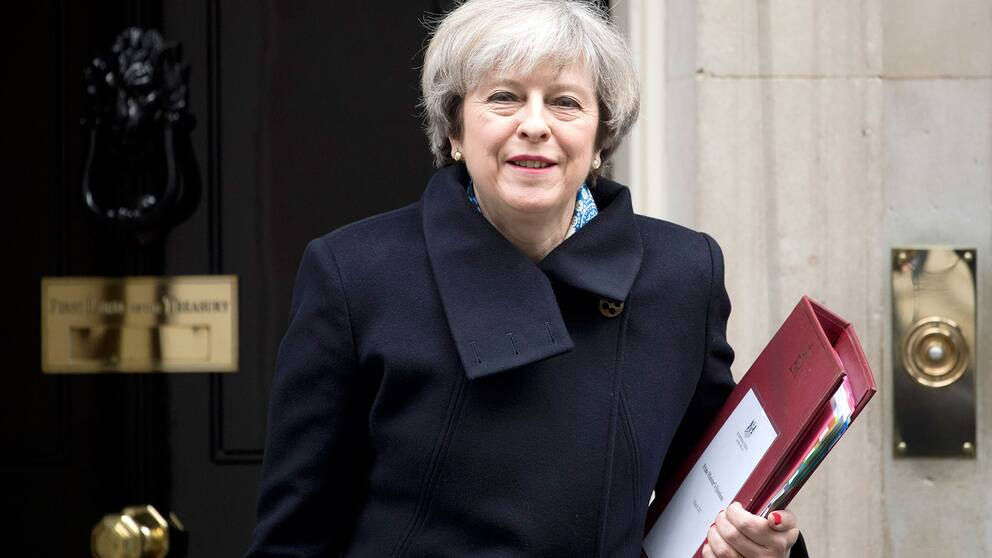 Premiärminister Theresa May utanför 10 Downing street.