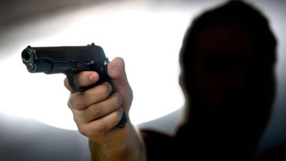 Kravdes pa pengar under pistolhot