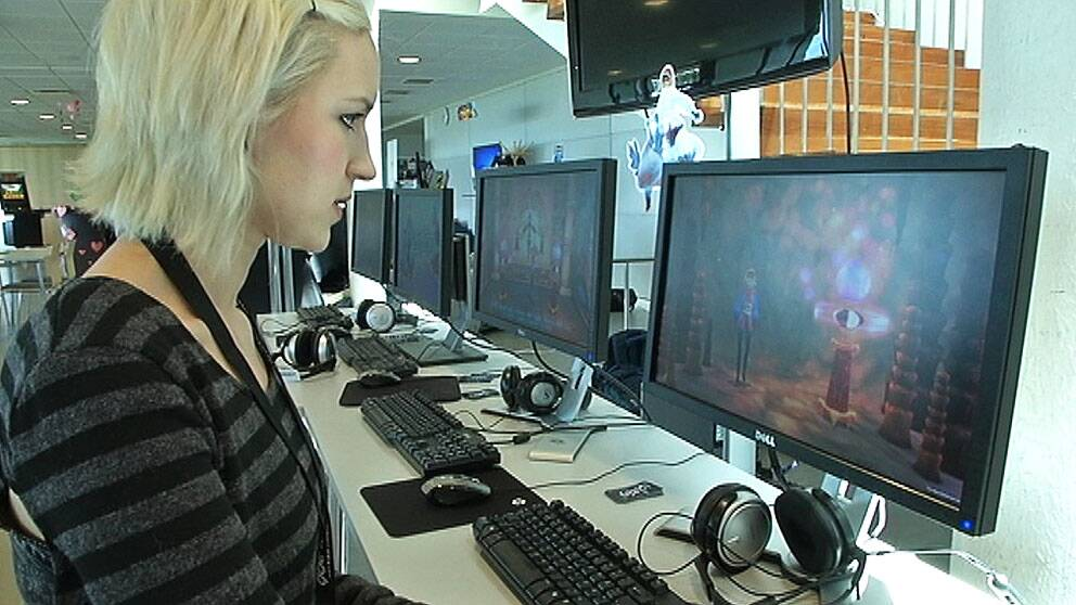 Speldesignern och analytikern Sara Lämpiäinen jobbar med frågan hur spelutvecklarna ska bli bättre på att anpassa spel efter olika målgrupper. Här på Gotland Game Conference 2013.