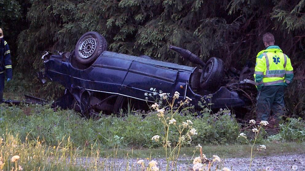 Fyra skadades nar bil klamdes