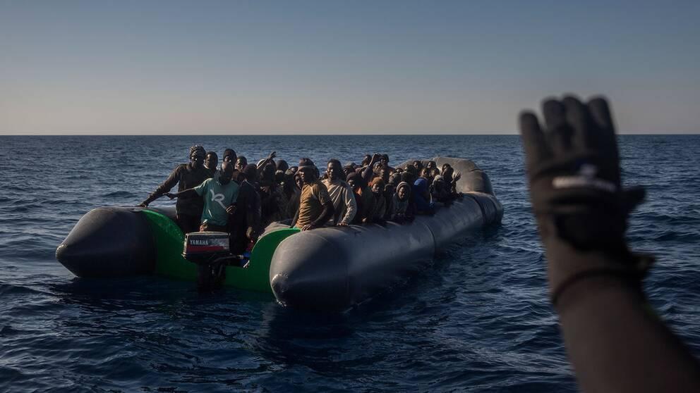 Flyktingar och migranter på väg till EU över Medelhavet. Arkivbild