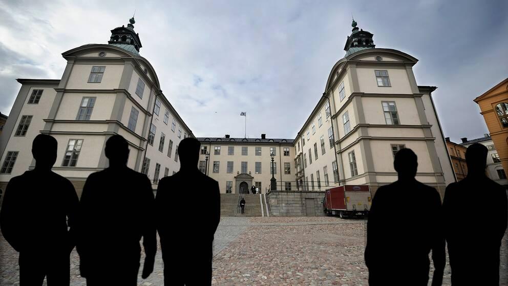 Fem tonårspojkar döms till utvisning för gruppvåldäkt. Svea hovrätt.
