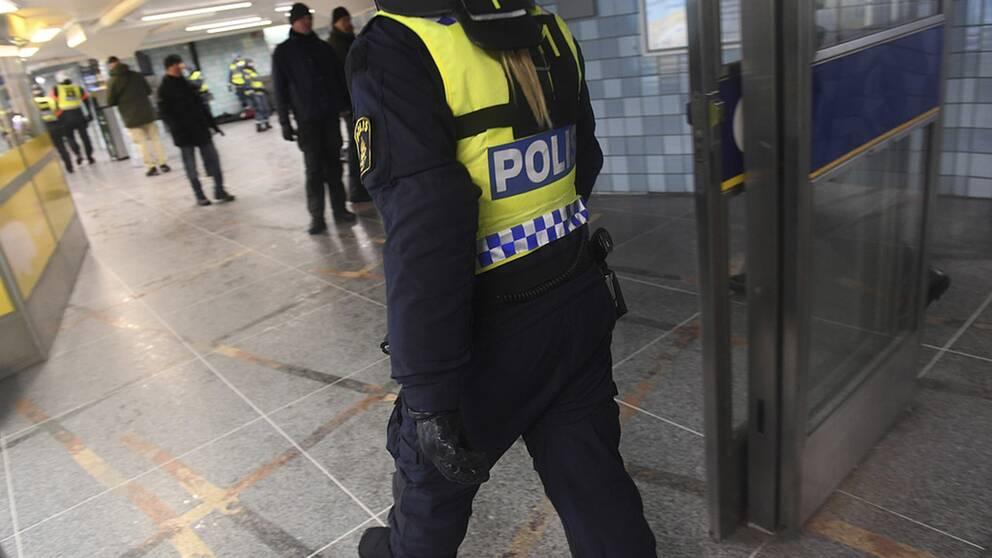 Polisingripande i Stockholms tunnelbana