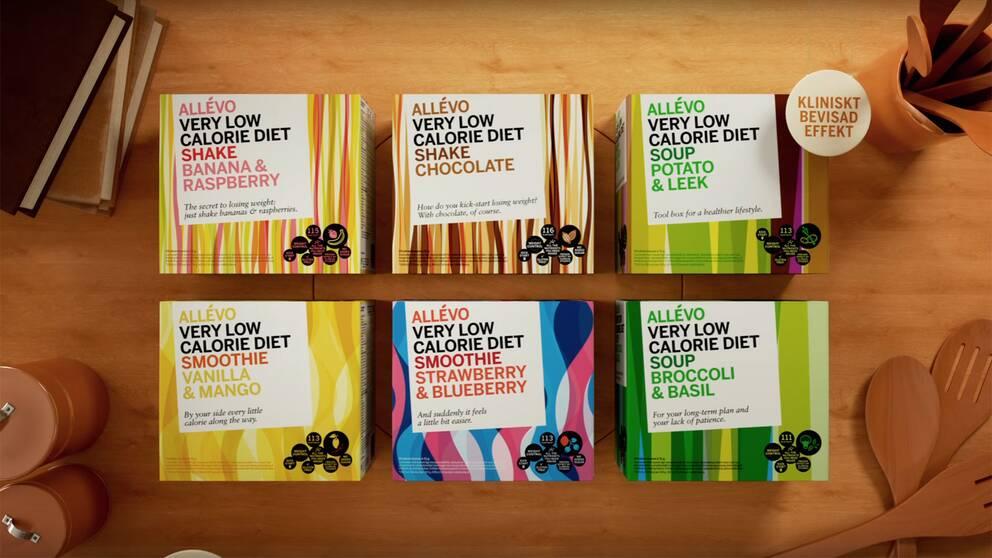 """Sex förpackningar av Allévos pulverdieter visas samtidigt som en skylt med texten """"kliniskt bevisad effekt"""""""