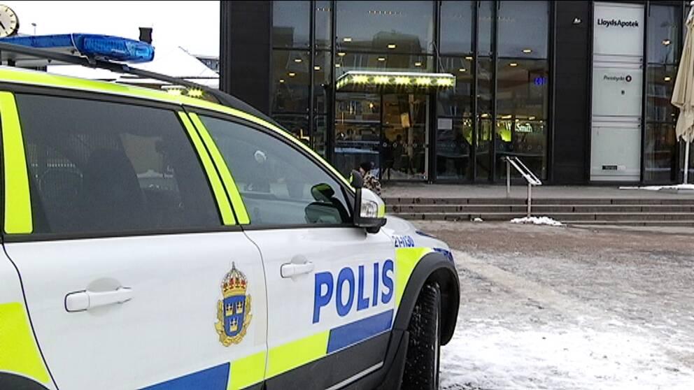 Polisen var på plats vid Resecentrum under onsdagen för att kontrollera och prata med ungdomar.