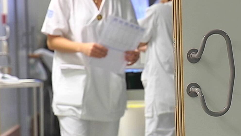 sjuksköterskor som pratar med varandra.