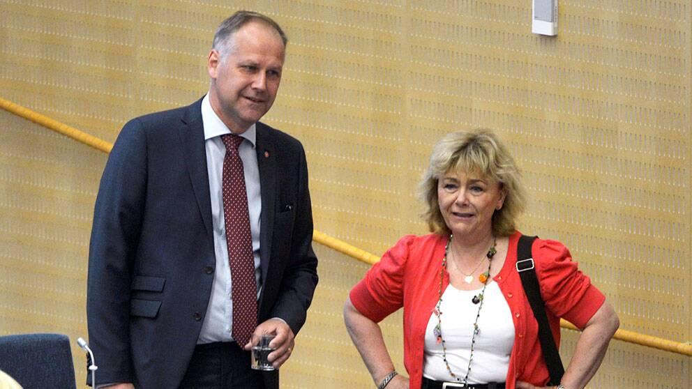 Jonas Sjöstedt (V) och justitieminister Beatrice Ask (M).